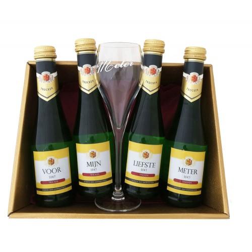 Mousserende Wijn Flesjes met glas:  Voor mijn liefste meter (4 flesjes)